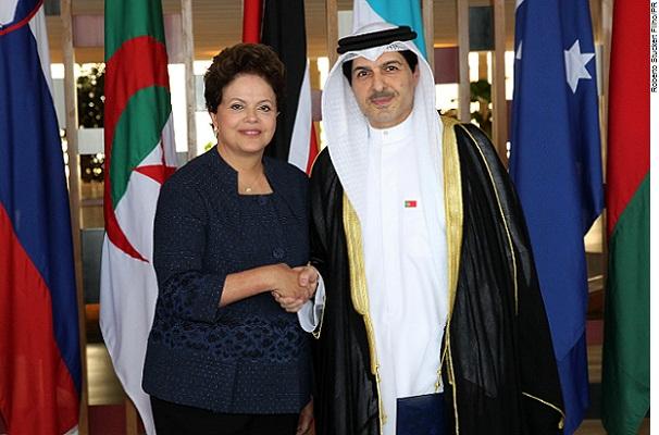 Presidente Dilma Rousseff e o Embaixador do Kuwait, Yousef Ahmad Abdul-Samad, durante Cerimônia no Palácio do Itamaraty.