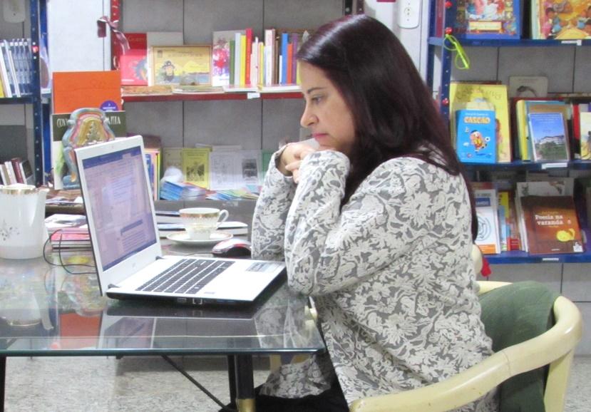 Crônica: Ser Triste de Andreia Donadon Leal